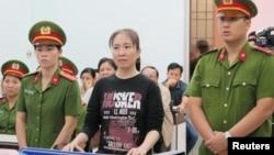 Blogger Mẹ Nấm trong phiên xử phúc thẩm ngày 30/11/2017.