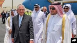 Menlu AS Rex Tillerson tiba di Doha, Qatar, 11 Juli 2017. (Qatar News Agency via AP)