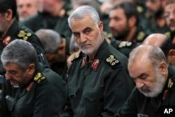 Arhiv - General Qassem Soleimani (u sredini) bio je komandant jedinice Kuds, a već nekoliko puta se spekulisalo da je ubijen (Foto: AP)