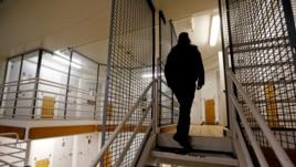 Fillon lirimi i të burgosurve në SHBA