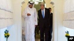 John Kerry y el primer ministro de Qatar, el jeque Hamad bin Jassim Al Thani, en Doha.