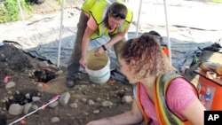 Emma Wink, right, and Stephanie Scialo, part of an archaeological team, work at the site of a 1600's Native American fort in Norwalk, Conn., Aug. 28, 2018.