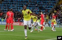 El colombiano Yerry Mina celebra después de anotar el primer gol de su equipo durante la ronda de 16 partidos entre Colombia e Inglaterra en la Copa Mundial de fútbol 2018 en el Estadio Spartak, en Moscú, Rusia, martes 3 de julio de 2018. (AP Photo / Ricardo Mazalan)