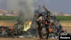 지난 1일 시리아 반군 장악지역에서 격추된 러시아군 헬리콥터 잔해.