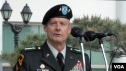 Jenderal Walter-Sharp, panglima pasukan AS di Korea Selatan.