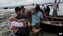 Người Rohingya ở Myanmar bỏ chạy sang Bangladesh do bị nhà nước trấn áp, 2/9/2017