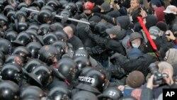 Sukob policije i demonstranata u Kijevu