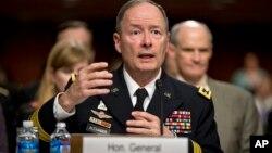 El General Keith Alexander, director de la NSA, respondió a preguntas de los legisladores.