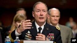 Direktur Badan Keamanan Nasional Amerika Jenderal Keith Alexander memberi keterangan di hadapan komisi Kongres, Rabu (12/6).