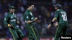 پاکستانی کھلاڑی خوشی کا اظہار کرتے ہوئے