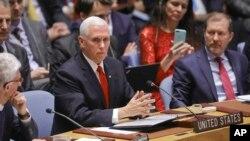 Le vice-président des États-Unis, Mike Pence, au centre, devant le Conseil de sécurité des Nations Unies lors d'une réunion sur le Venezuela, le mercredi 10 avril 2019, au siège de l'ONU. (Photo AP / Bebeto Matthews)