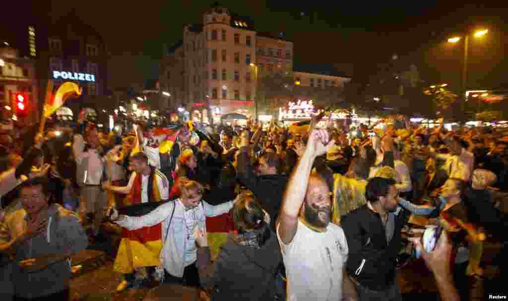 ورلڈکپ فٹبال کی فتح پر جرمنی میں جشن منایا جا رہا ہے۔