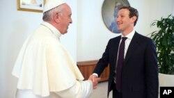 El papa Francisco y Mark Zuckerberg conversaron en la residencia de Santa Marta, donde vive el pontífice.