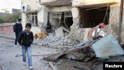 17일 이라크 바그다드 북부에서 폭탄 공격으로 무너진 건물.