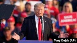 L'ancien président américain Donald Trump s'exprime lors d'un rassemblement au Lorain County Fairgrounds, samedi 26 juin 2021, à Wellington, dans l'Ohio.