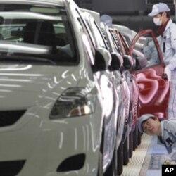 日本財務省說,汽車出口猛跌28%