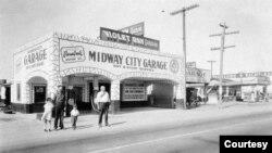Tiệm sửa xe mang tên Midway City trên đường Beach gần góc Bolsa năm 1932. (Hình: ochistorical.blogspot.com)