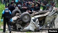 2016年9月23日军事人员检查泰国南部惹拉府炸弹袭击现场