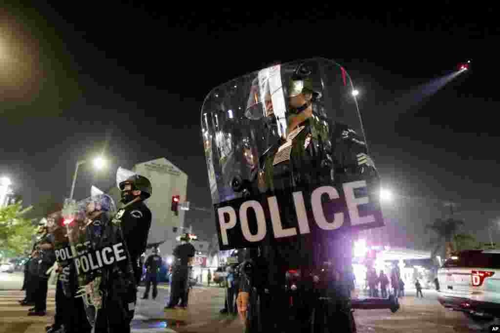 Police liboso ya batelemeli na Los Angeles, 3 novembre 2020.(AP Photo/Ringo H.W. Chiu)