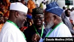 Abubakar Atiku na sabuwar PDP a hannun hagu