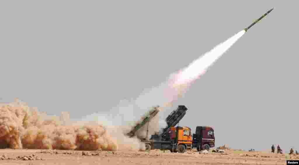 Pasukan Suriah melakukan latihan militer di sebuah tempat yang dirahasiakan (11/7).