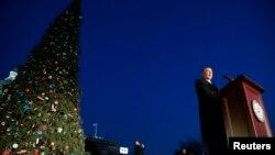 众议院院长贝纳主持圣诞树点灯仪式