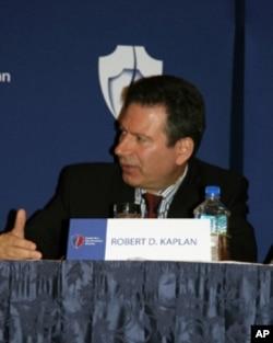 新美国安全中心资深研究员罗伯特•卡普兰
