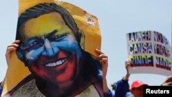 María Gabriela, hija de Chávez, dice que la denuncia busca dañar la memoria de su padre.