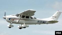 Walaupun warga asing tidak diperbolehkan belajar terbang di AS setelah peristiwa 11 September, tapi warga asing pemegang izin terbang dapat dengan mudah menyewa pesawat ringan seperti Cessna 206H Stationair 2 ini.