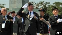 美国退伍军人在首尔纪念他们死去的战友