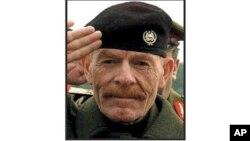이라크군이 사살한 것으로 알려진 사담 후세인 전 대통령의 최측근 이자트 이브라힘 알두리. 지난 2006년 미군의 수배 전단에 실린 사진이다.