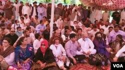 صحافیوں کے احتجاج میں اپوزیشن جماعتوں کے رہنما بھی شریک ہوئے۔