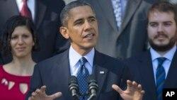 El presidente Barack Obama pide a los estadounidenses que opten por otras alternativas para registrarse a los seguros médicos disponibles.