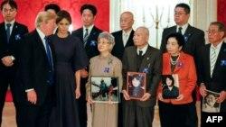 도널드 트럼프 미국 대통령이 지난해 11월 일본 방문 당시 일본인 납북 피해자 가족들을 만나 위로하고, 납북자 문제 해결을 위한 노력을 약속했다.