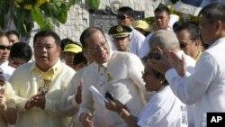 Tổng thống Philippines Benigno Aquino III ký dự luật thừa nhận và bồi thường nạn nhân các vụ vi phạm nhân quyền trong lúc thiết quân luật dưới thời cựu Tổng thống Marcos.