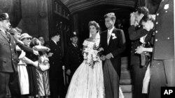 جان اف کندی در سال ۱۹۵۳ ، يعنی زمانی که سناتور بود، با ژاکلين بوويه ازدواج کرد.