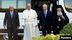 Kutoka (L)Mahmoud Abbas, Papa Francis, Shimon Peres na mkuu wa kanisa la ki-Orthodox wakiwa Vatican, June 8, 2014.