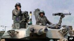 Tentara angkatan darat Korea Selatan dalam latihan militer bersama pasukan AS di Pocheon, Korea Selatan. (Foto: Dok)
