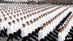 Hàng ngàn binh sĩ Bắc Triều Tiên diễu hành qua các đường phố của Bình Nhưỡng