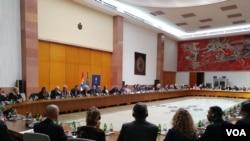 Finalna rasprava o promenama Ustava u Palati Srbija, Beograd, 5. marta 2018. (VOA)