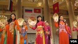 去年夏季,俄越联合在莫斯科等地举办越南文化节活动。(美国之音白桦拍摄)