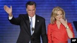 Prezidentlikka nomzod Mitt Romni rafiqasi Ann bilan. Tampa, Florida, 28-avgust, 2012-yil.