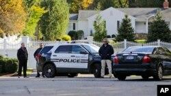 Полиция перед домом Клинтонов