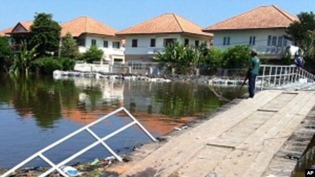 Flooded Bridge on West Side of Prapa Canal,  just outside Bangkok border, October, 31, 2011.