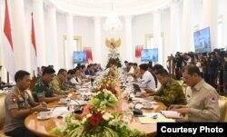 Presiden Joko Widodo memimpin Rapat Terbatas antisipasi penyebaran virus Corona , di Istana Kepresidenan Bogor, Jakarta , Selasa, 4 Februari 2020. (Foto: Biro Setpres)