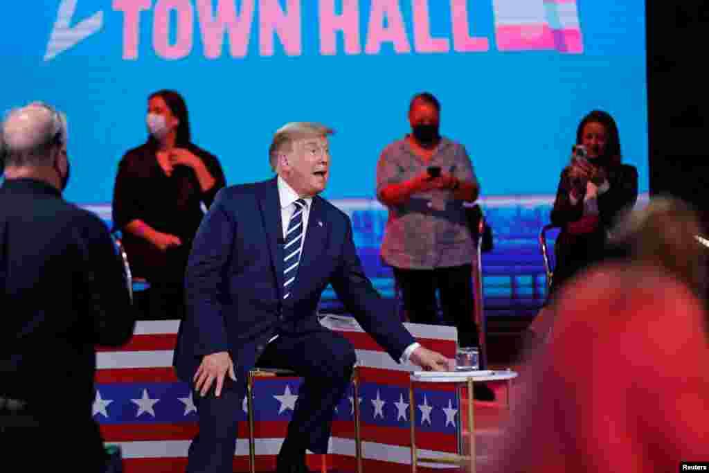 صدر ٹرمپ نے ریاست فلوریڈا کے شہر میامی سے براہ راست 'این بی سی نیوز ٹاؤن ہالز فورم' میں شرکت کی اور تقریباً ایک گھنٹے تک فلوریڈا کے ووٹرز سے خطاب کیا۔