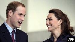 Hoàng Tử William và vợ sắp cưới Kate Middleton