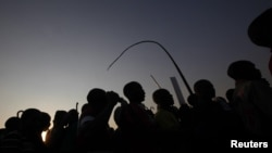 Miners gather for a report back on negotiations at South Africa's Lonmin's Marikana mine August 29, 2012.