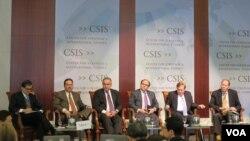 미국 전현직 고위 관리들이 19일 워싱턴 D.C. 전략국제문제연구소 (CSIS)에서 개최된 세미나에 참석해 북한 문제의 실태와 해법을 논의하고 있다.