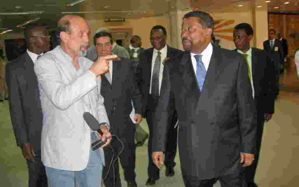 VOA Ethiopia Correspondent Peter Heinlein with AU Commission Chairman Jean Ping.